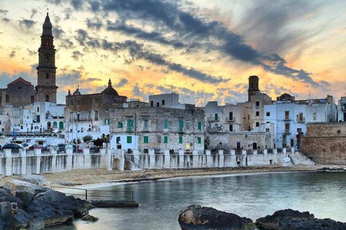 """"""" Gioielli nascosti della magica Puglia""""  MONOPOLI """"uno scrigno sul mare"""" CASAMASSIMA il """"borgo azzurro"""" (unico in Italia).  AGOSTO 2020"""
